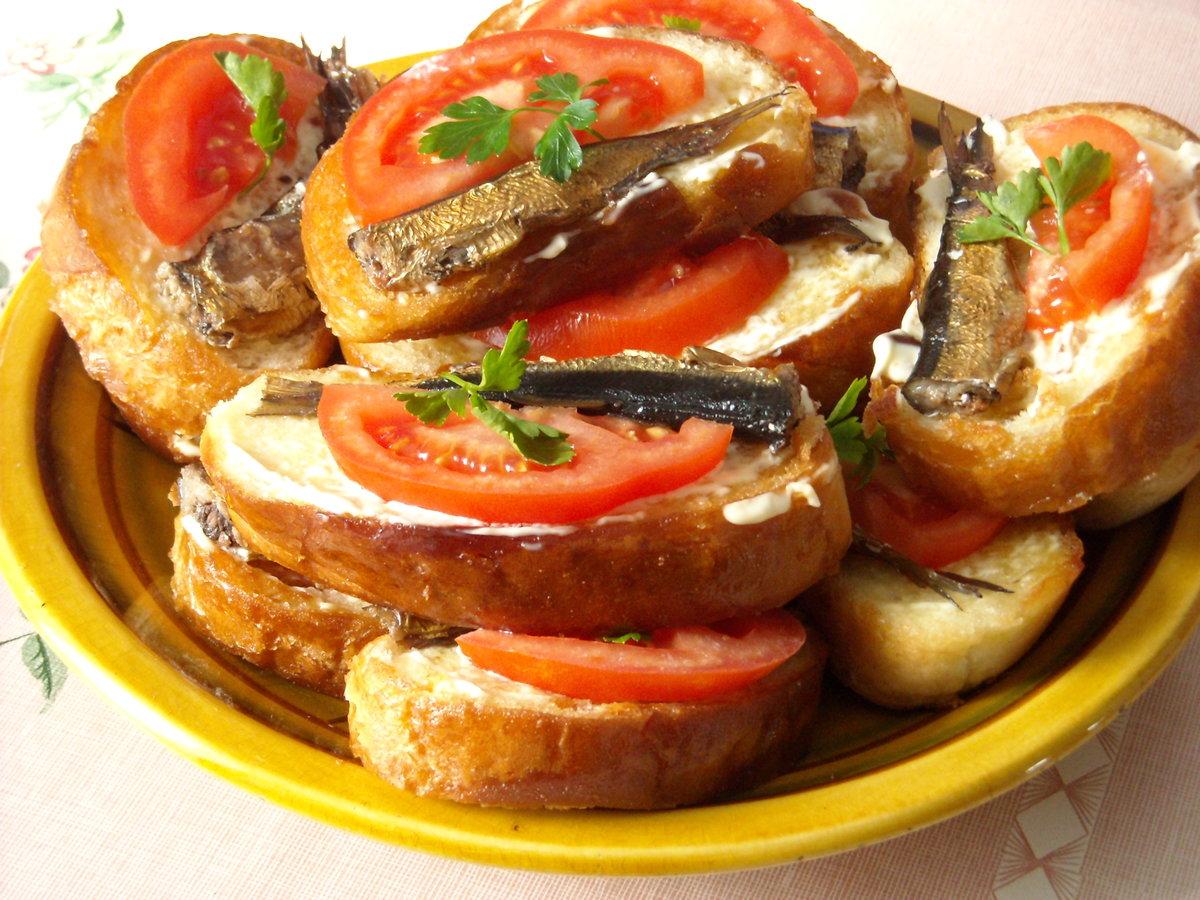 Как сделать бутерброды из батона со шпротами
