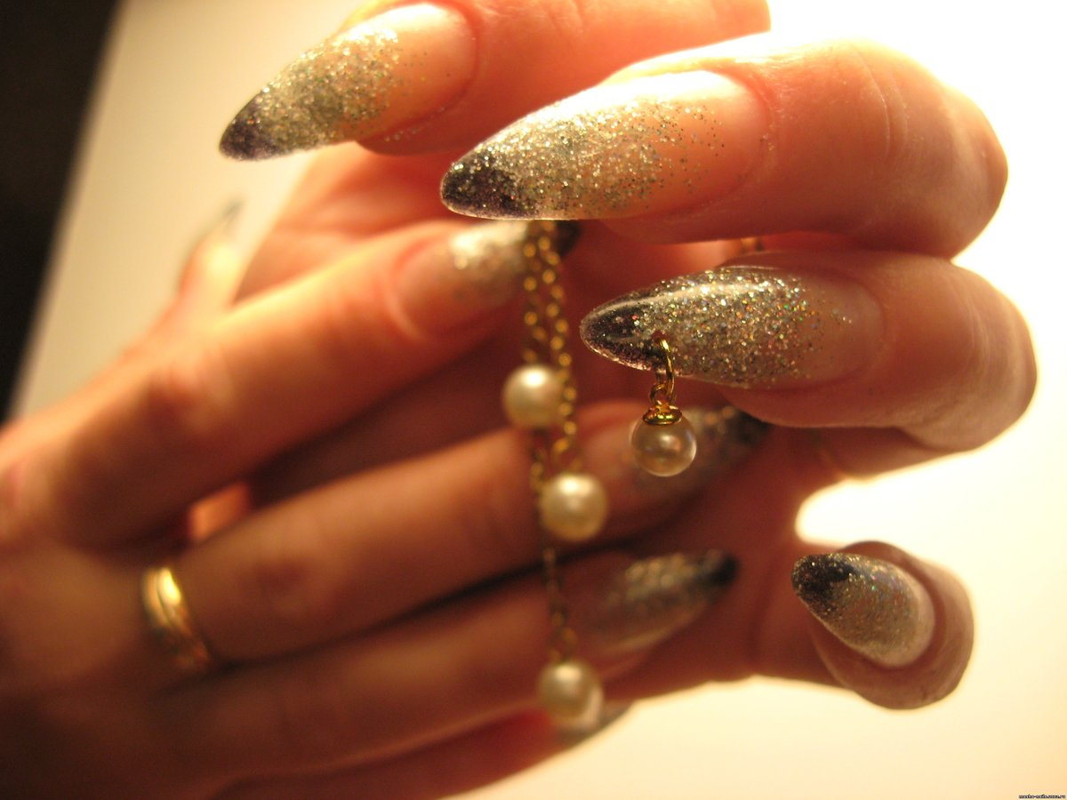 Дизайны на нарощенных ногтях с блестками фото