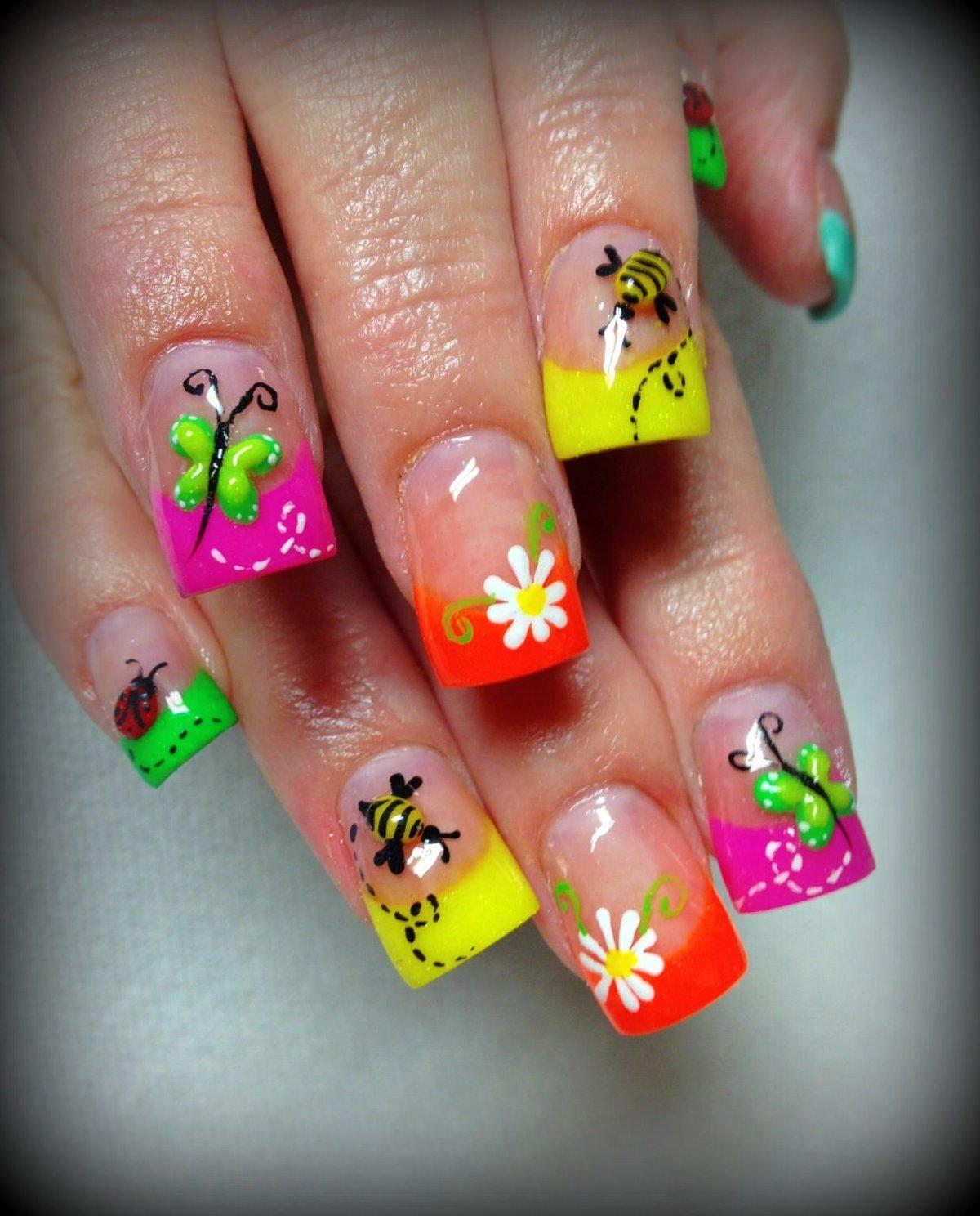 Рисунки на ногти фото яркие