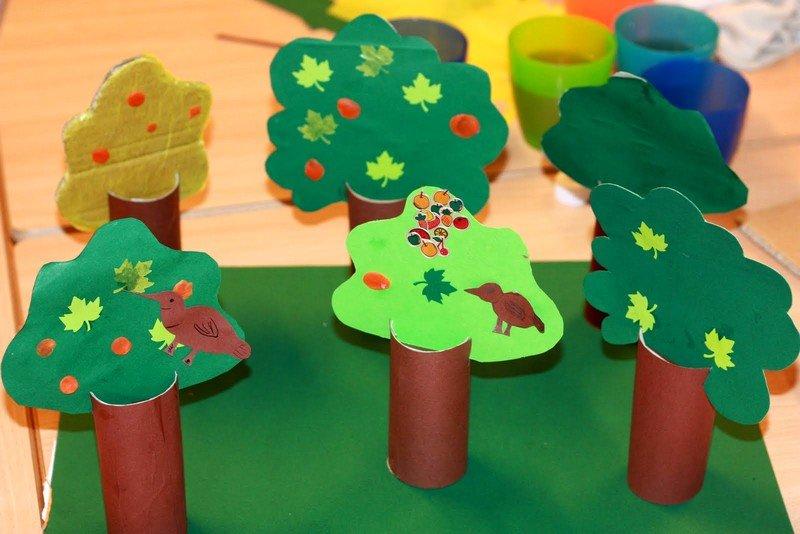 Дерево из бумаги своими руками для детей из руки 89