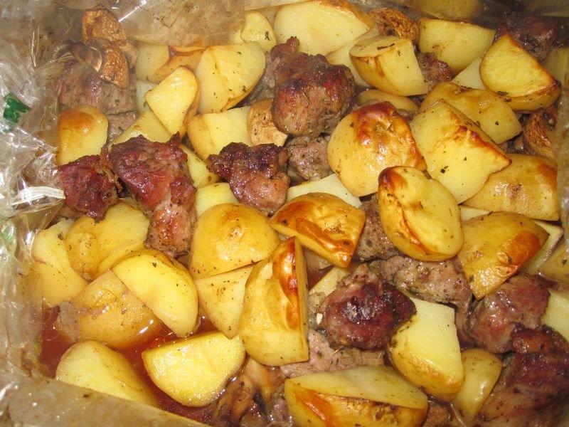 Картошка с мясом и грибами в духовке с пошаговым