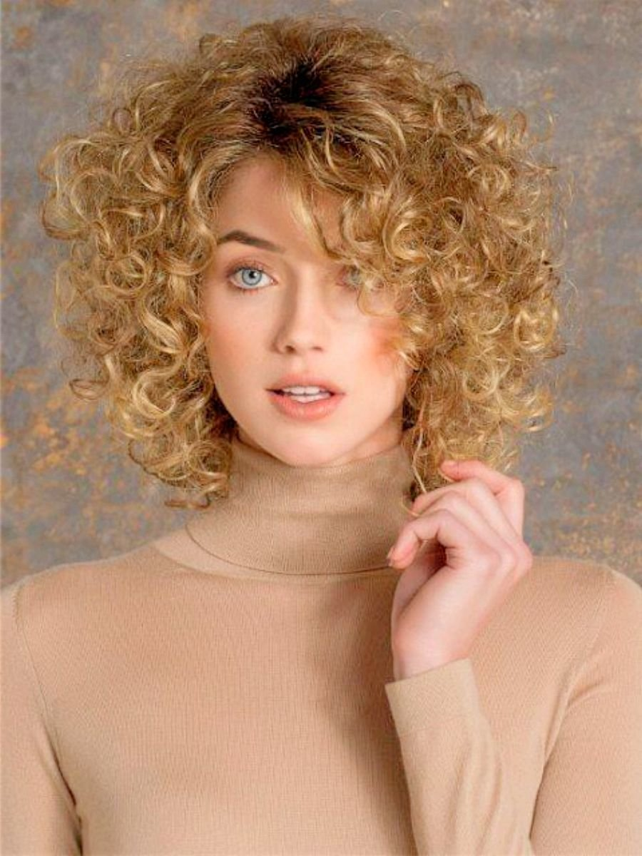 Фото стильных причесок для кудрявых волос