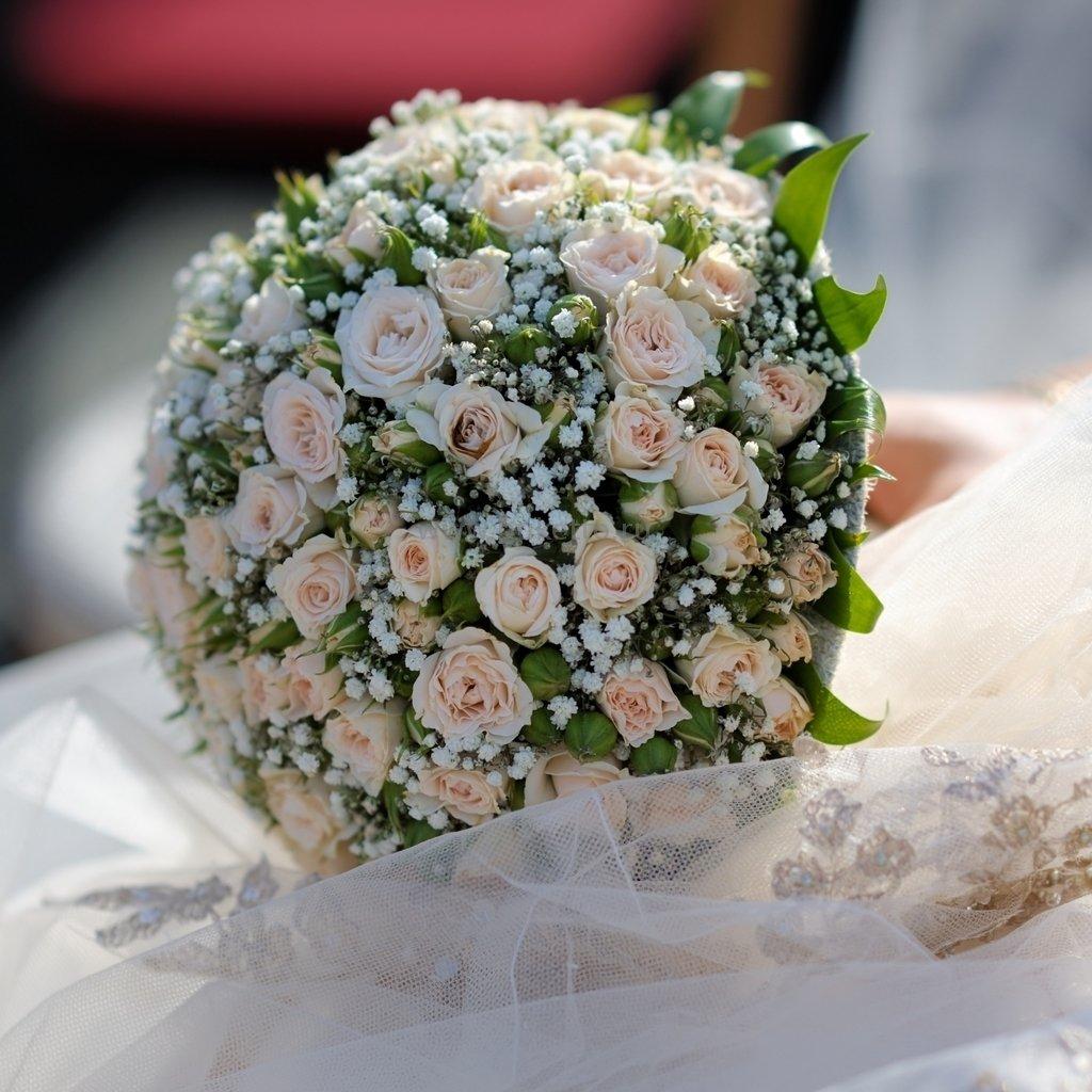 Свадебный букет из мелких цветов фото