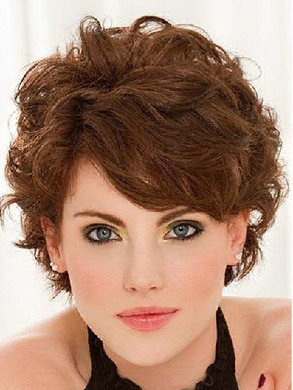 Причёски на густые короткие волосы для женщин 40 лет
