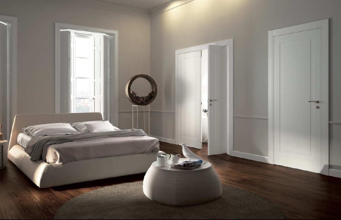 Интерьер спальни пол и двери