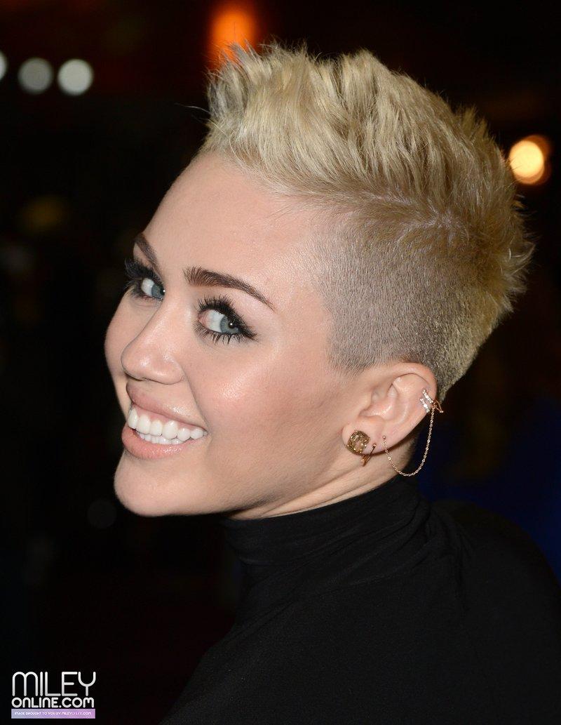 Женская стрижка с выстриженными висками