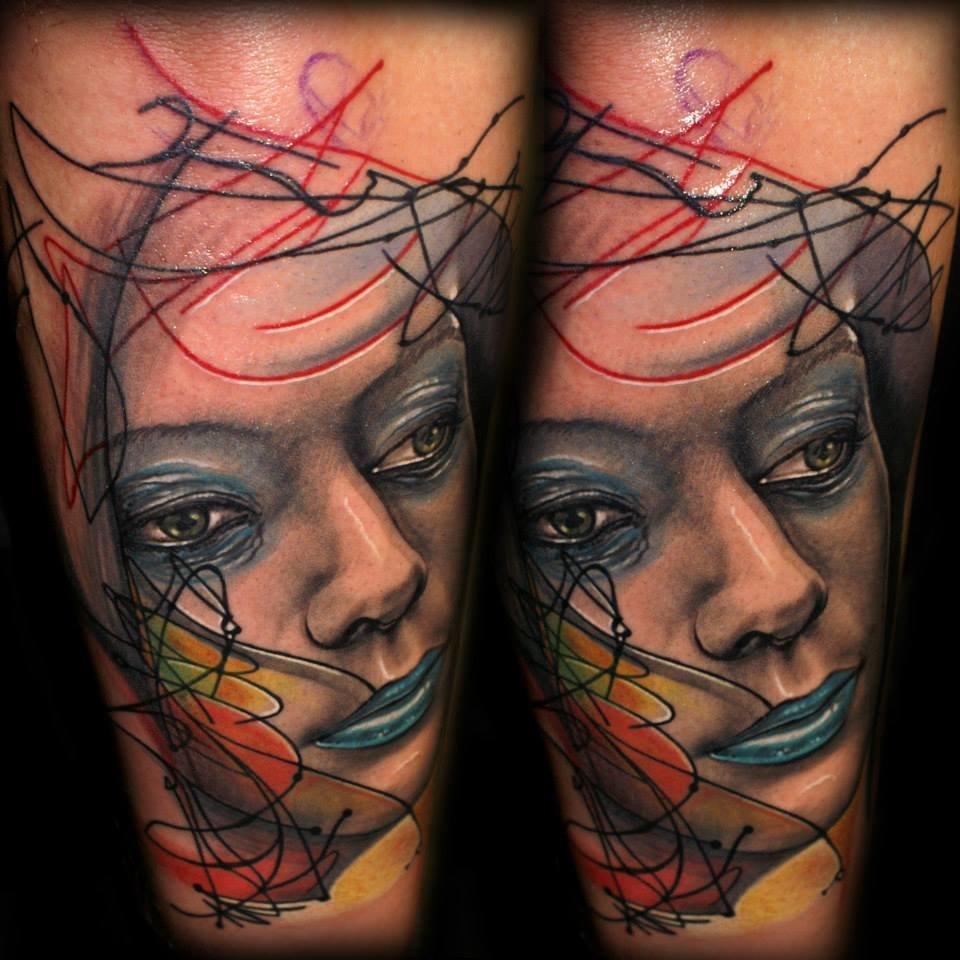 Как делают цветную тату
