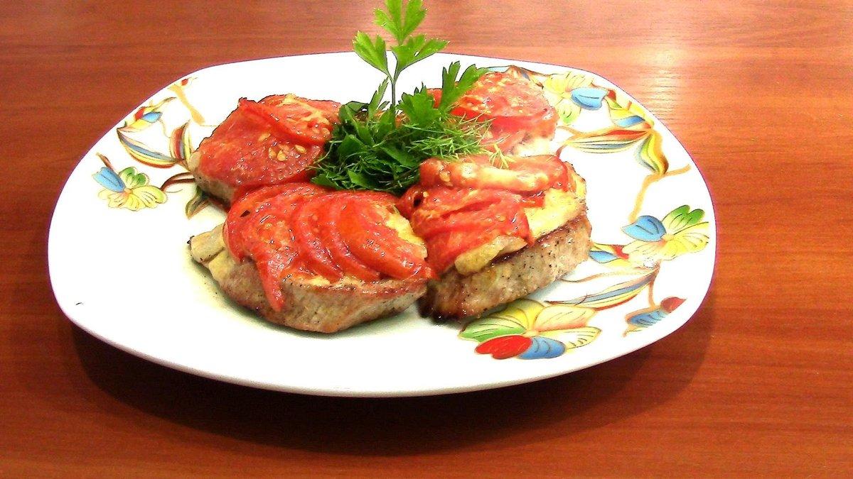 Рецепт запеченного мяса с помидорами сыром