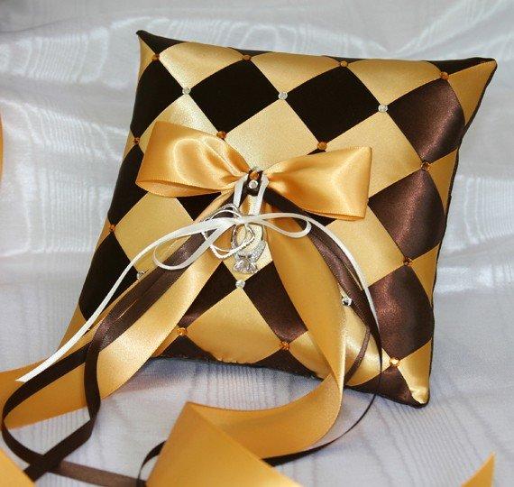Подушка из атласных лент. Мастер класс