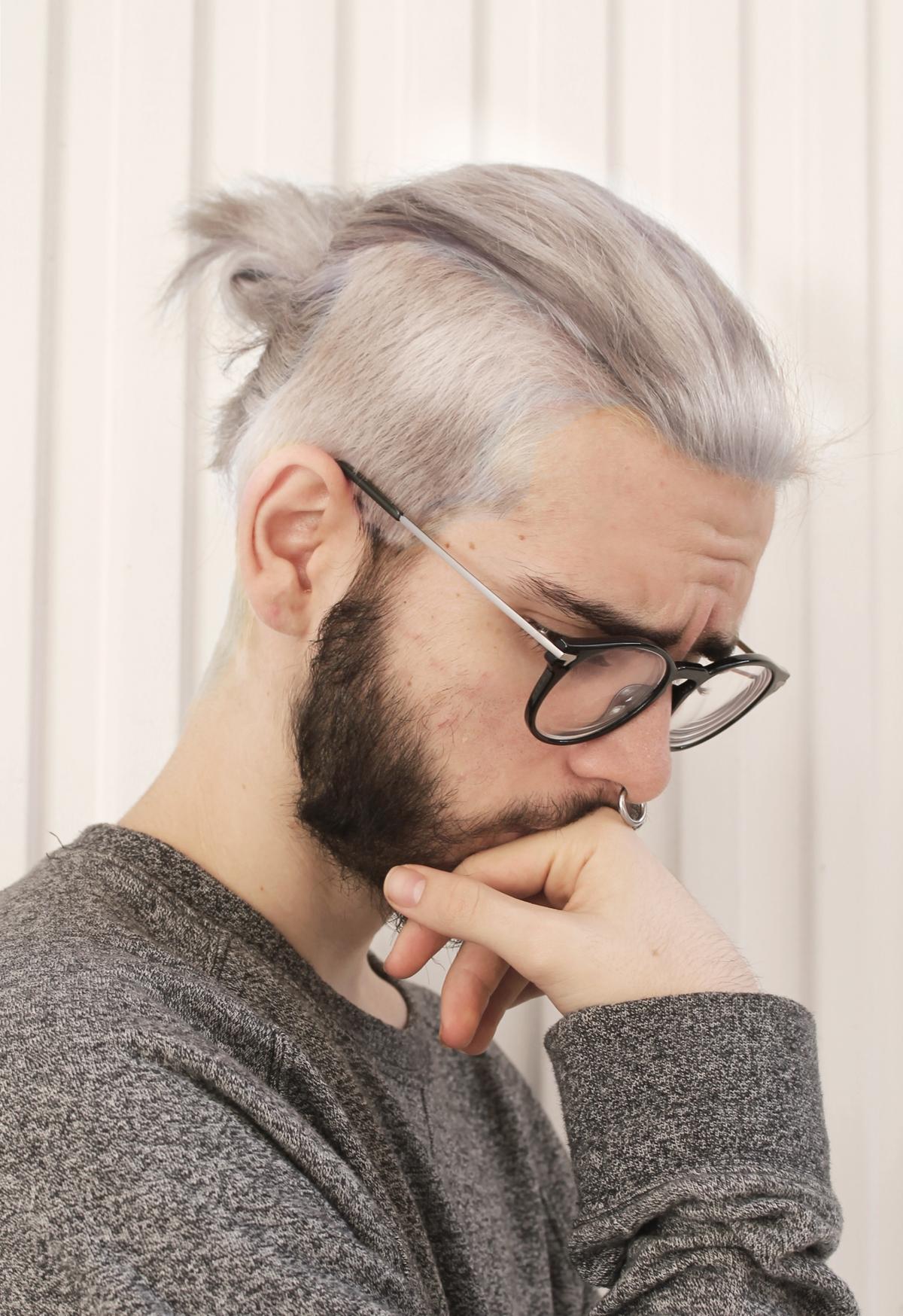 Причёски для седых длинных волос