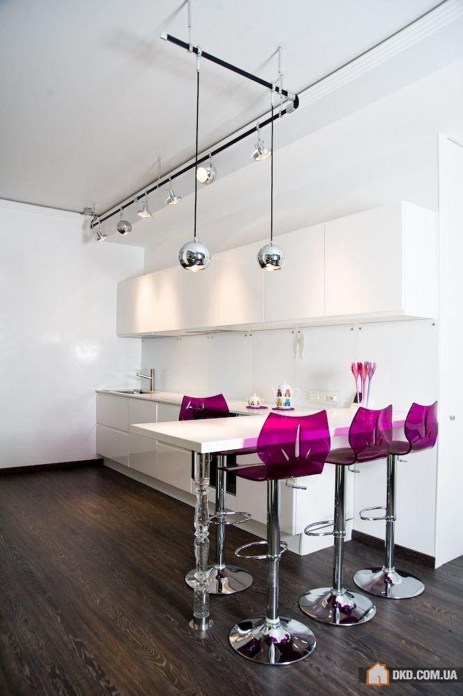 Освещение барной стойки на кухне.