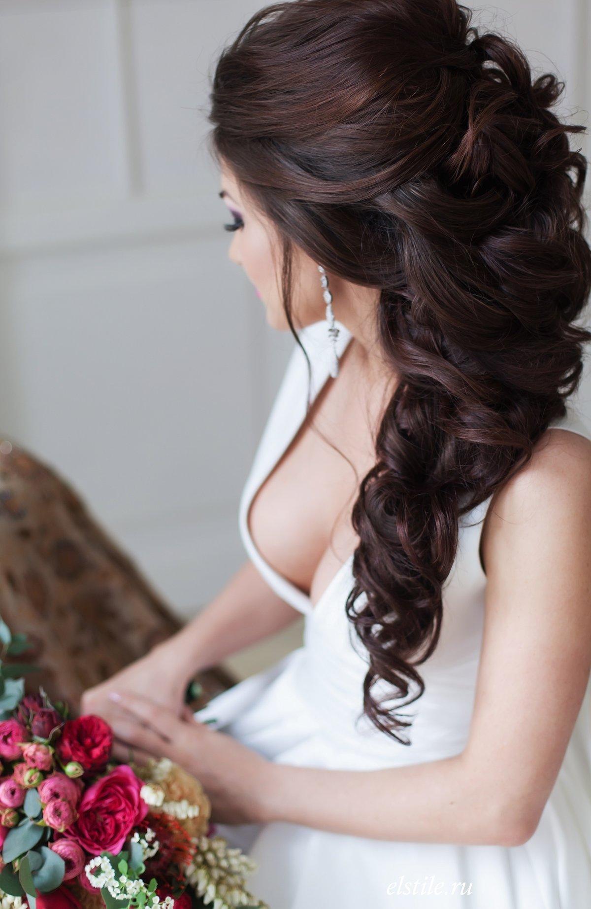 Прически на длинные волосы на свадьбу к подруге фото 2018