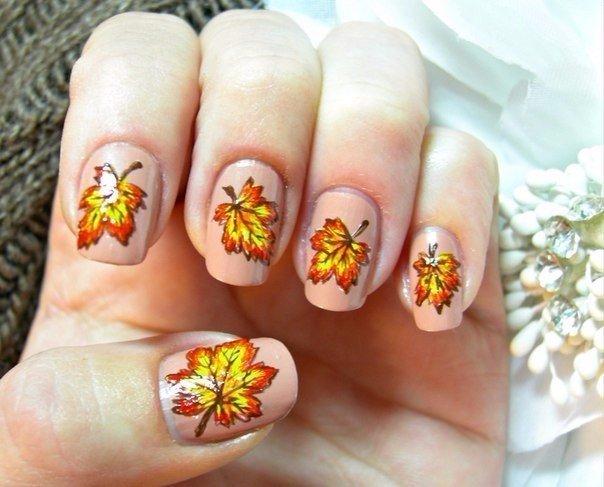 Дизайн ногтей с осенними листиками