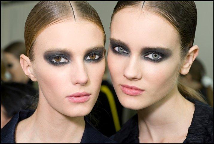 Макияж с черными глазами
