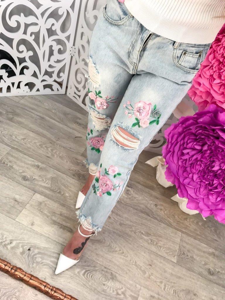 Рваные джинсы с вышивкой розы 43