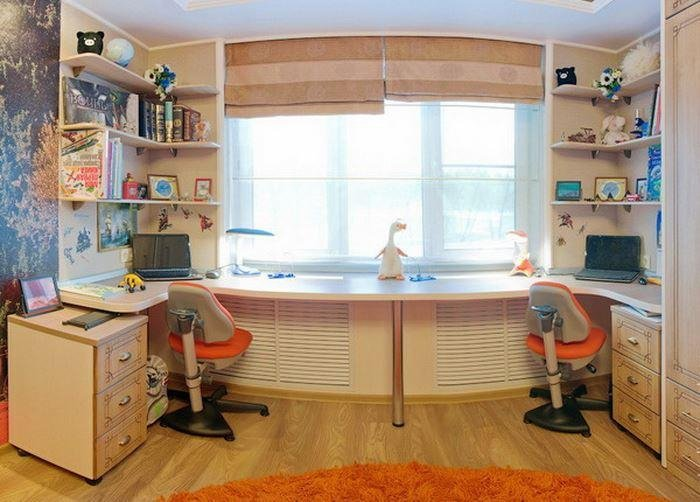 Письменный стол возле окна своими руками 17