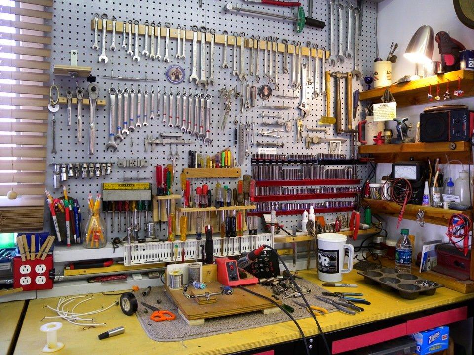 Стеллажи в гараже для инструмента своими руками 285