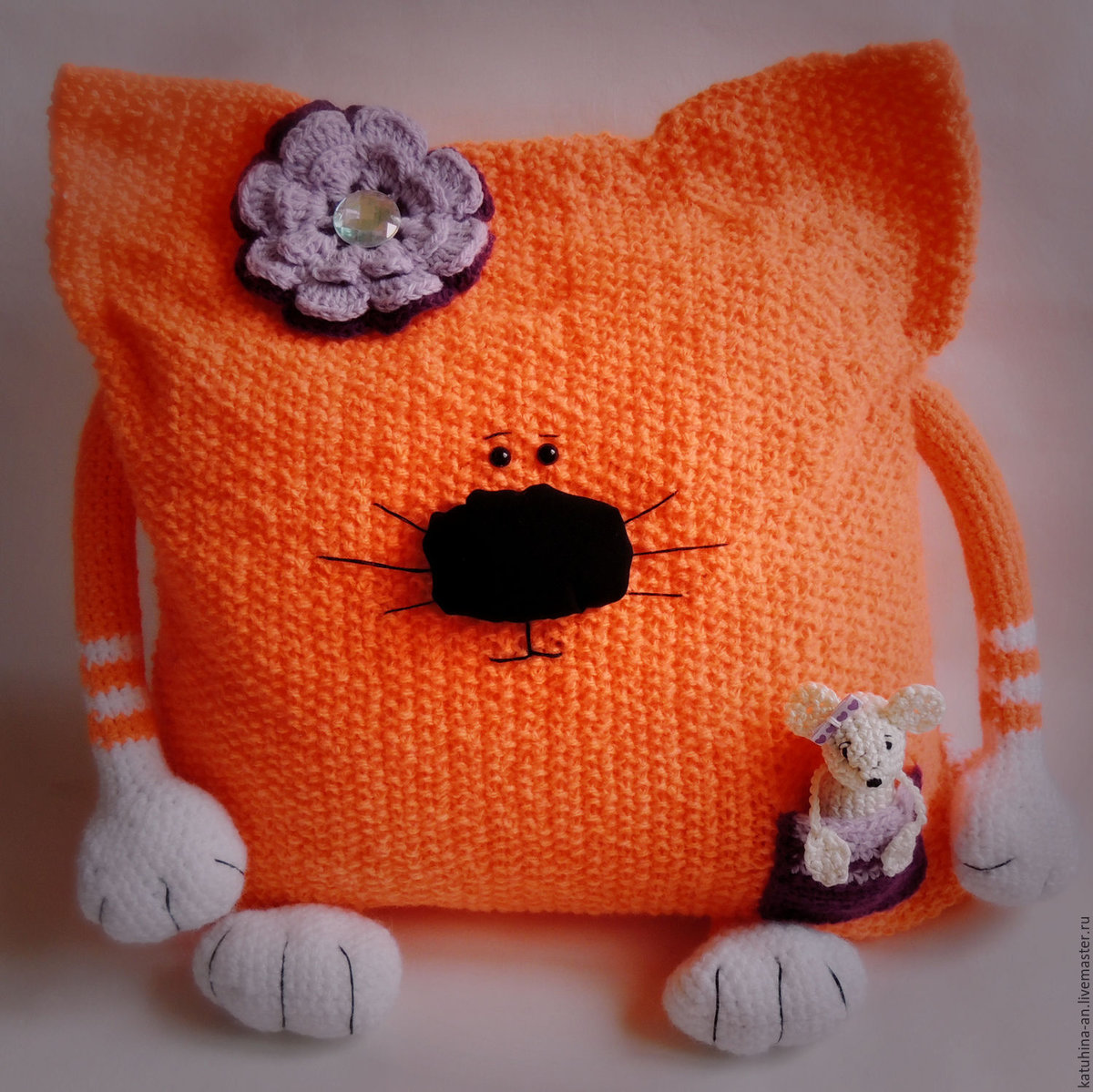 Подушка-кошка своими руками вязаные