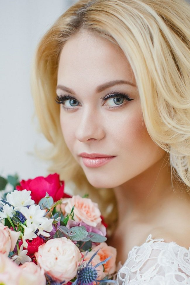 Свадебный макияж для блондинок с голубыми глазами