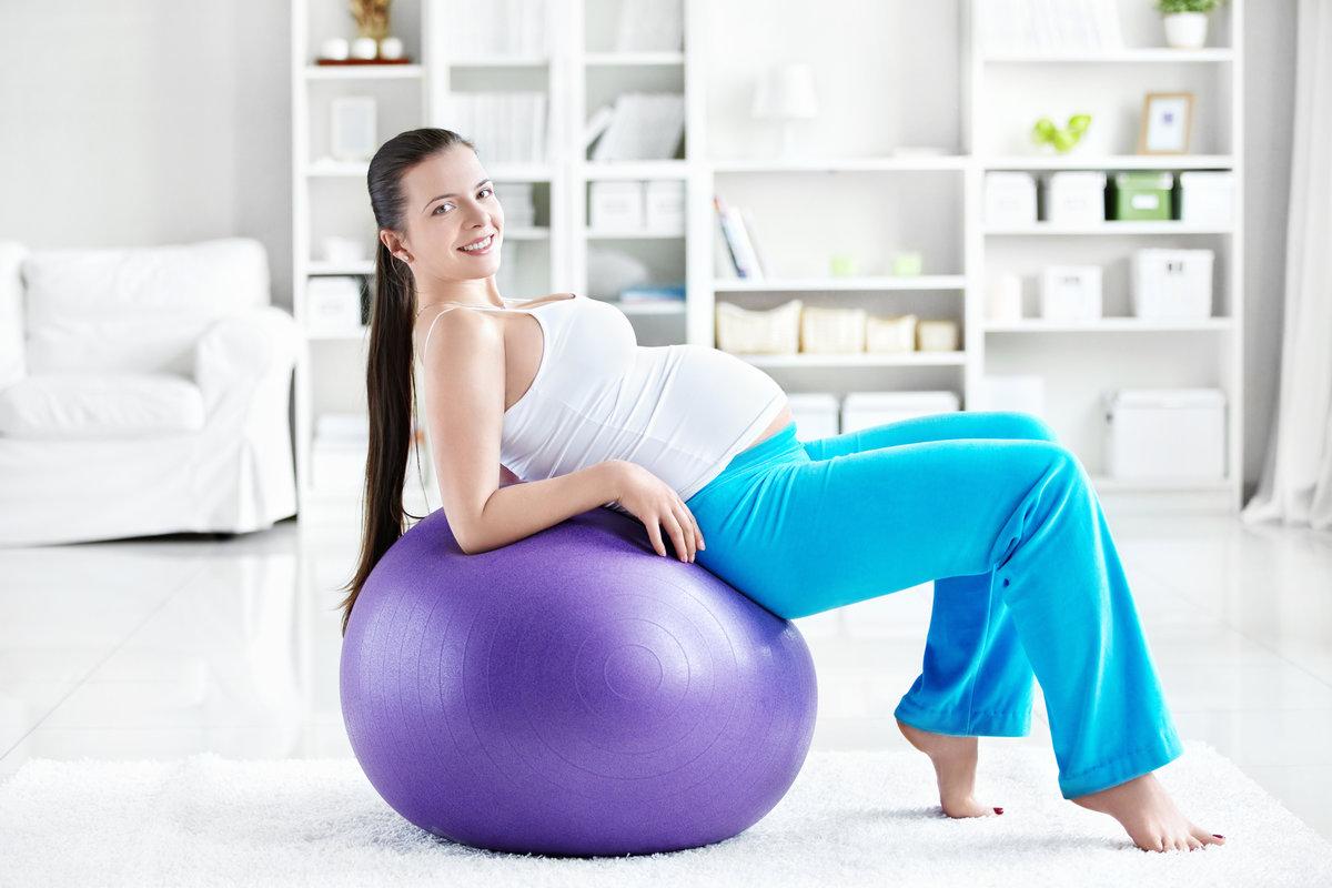 Упражнение для спины на фитболе для беременных 35