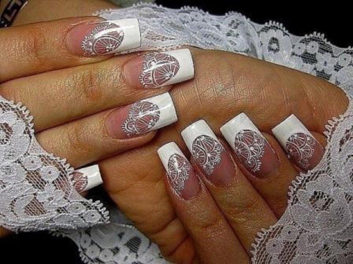 Свадебный маникюр для невесты с кружевом