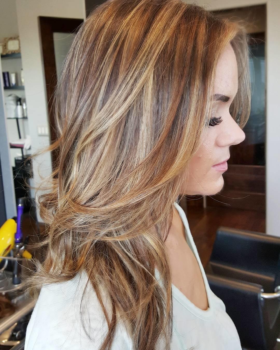 Мелирование на крашеные тёмные волосы