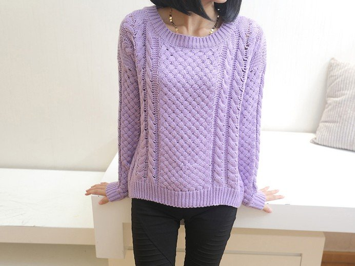 Пуловер с косами из ярко-фиолетовой пряжи
