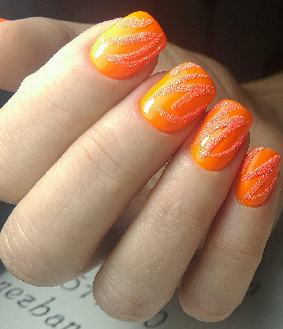 Маникюр оранжевый с дизайном фото