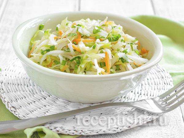 Салат из капусты яблок и зеленого горошка