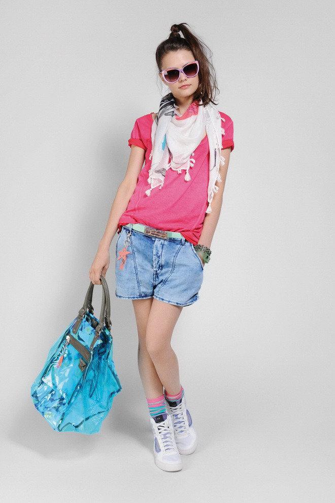 На девочке самая модная одежда
