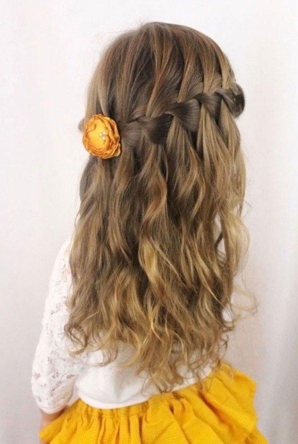 Пучок для девочки на длинные волосы