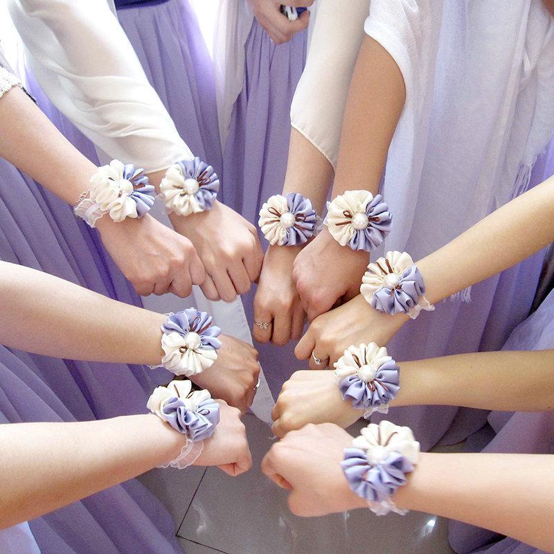 Цветы для подружек невесты на руку своими руками из ленты 68