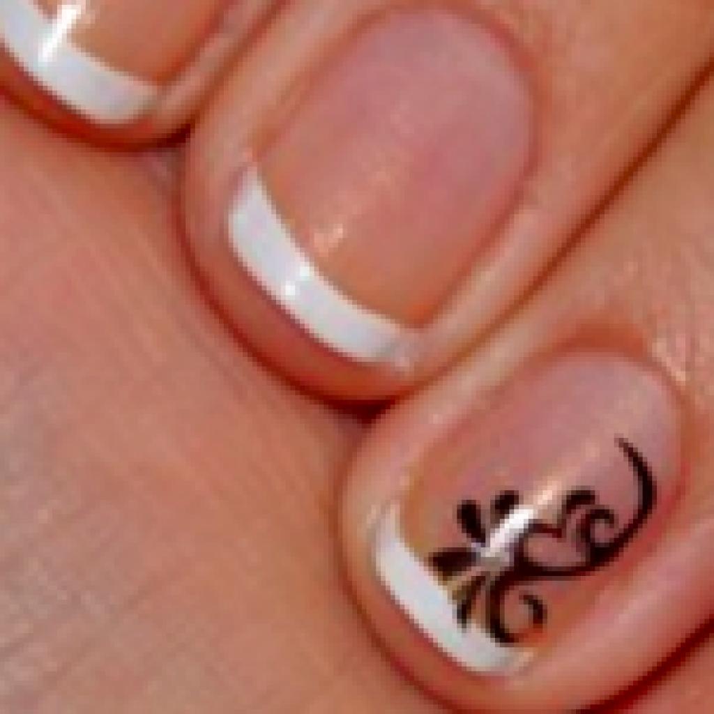 Маникюр на коротких ногтях с узором фото