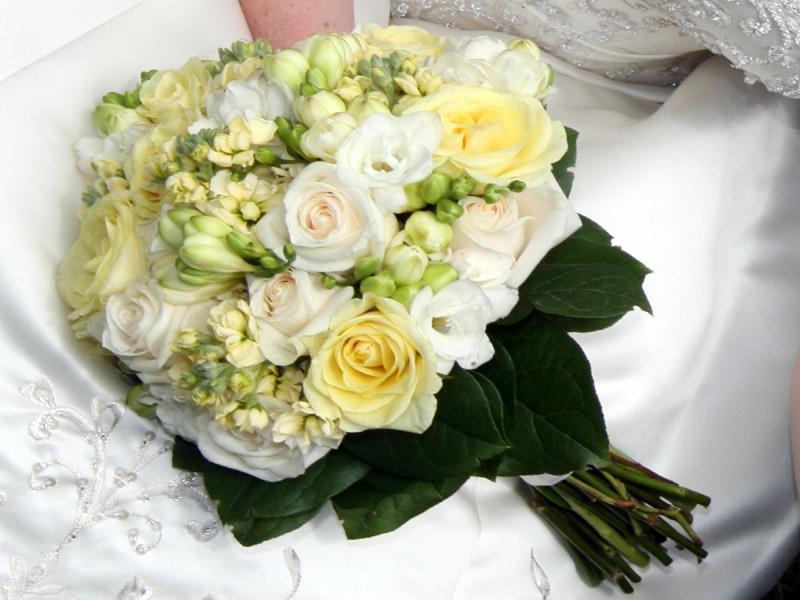 Какой букет подарить невесте на свадьбу от родных