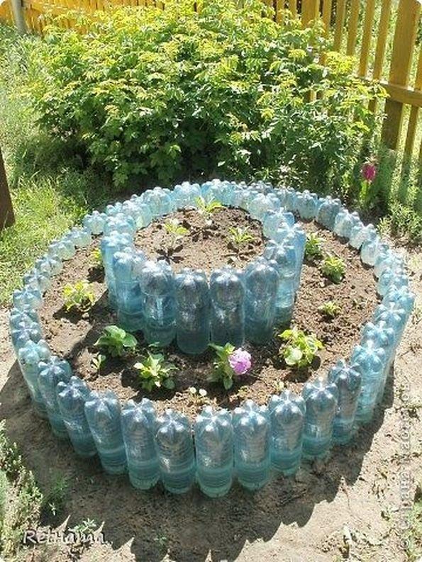 Клумба на даче своими руками из пластиковых бутылок