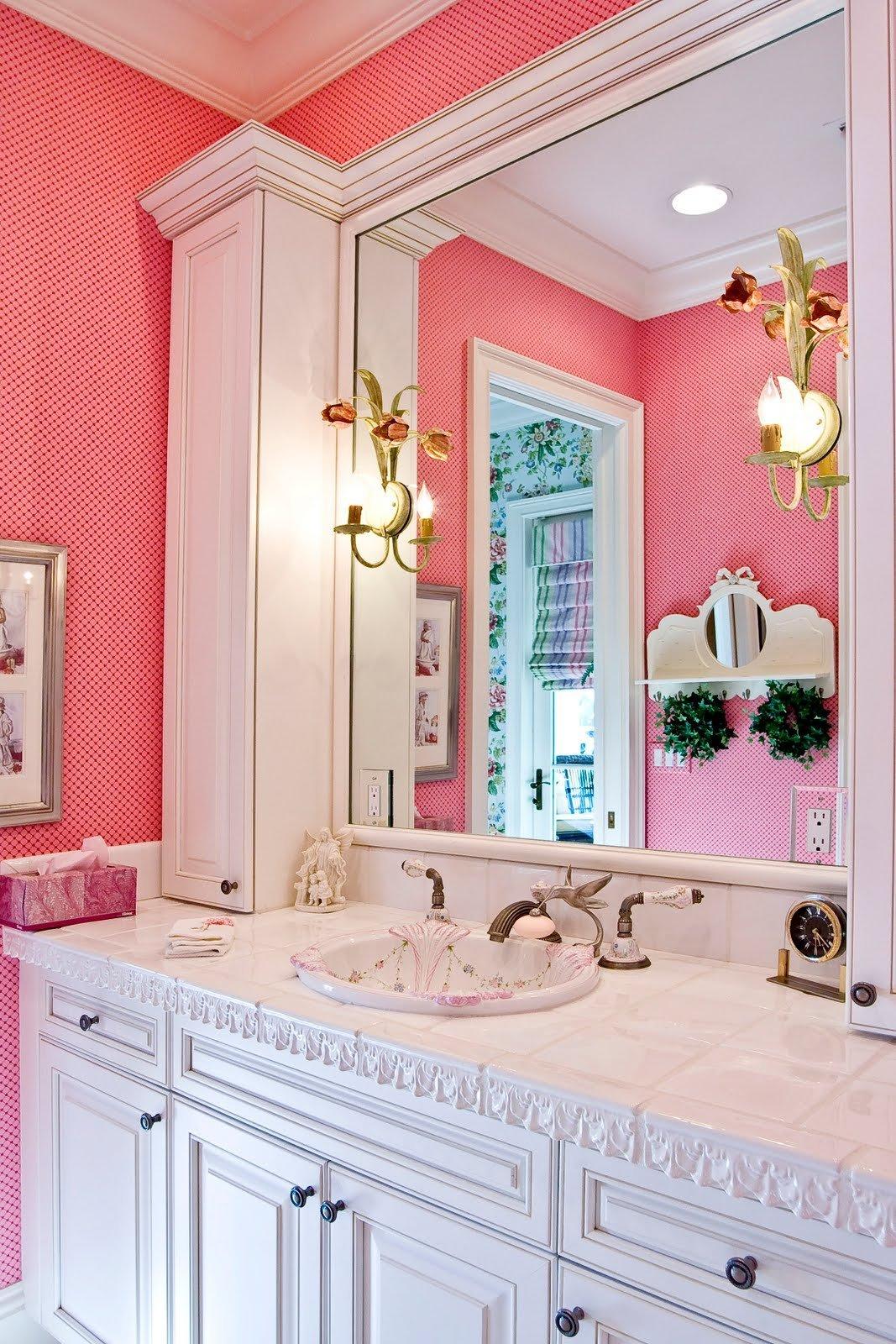 Ванна в розовом цвете дизайн
