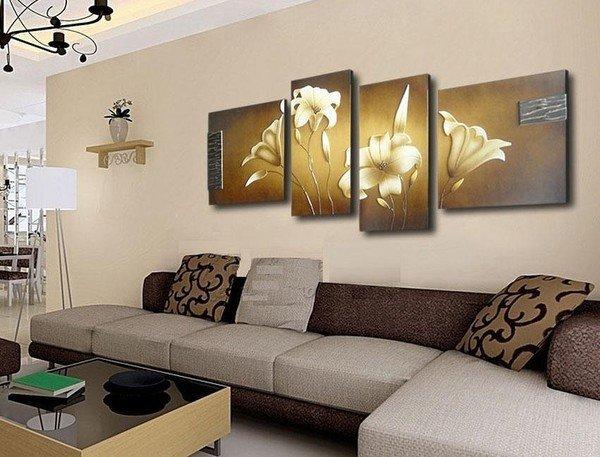 Модульные картины в интерьере гостиной над диваном фото цветы