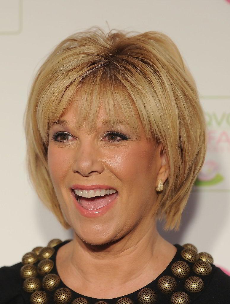 Прически для женщин 40 лет на средние волосы круглое лицо