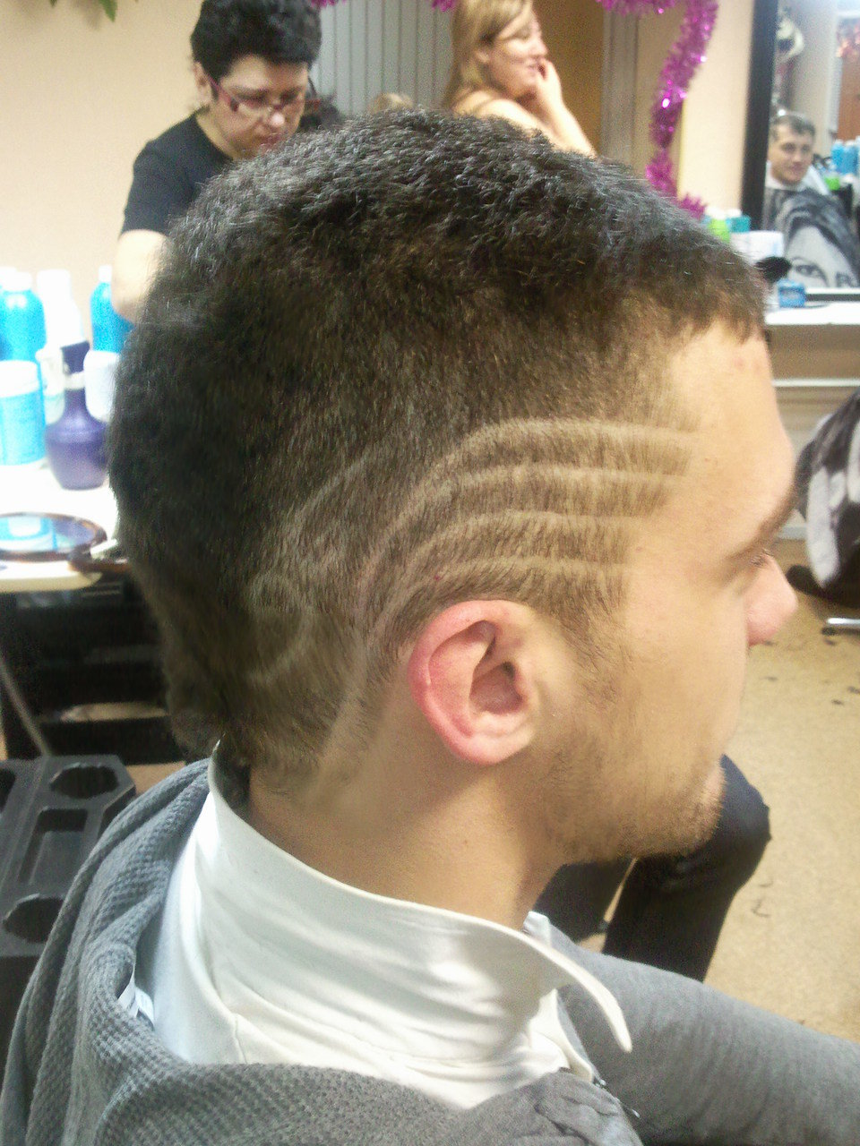 Мужские причёски с выбритым рисунком