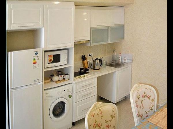 Дизайн кухни 7 кв.м с холодильником и стиральной машиной