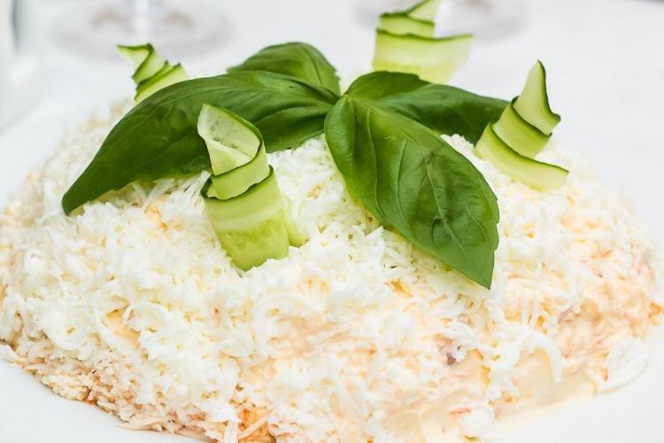 Салат нежность с крабовыми палочками рецепт