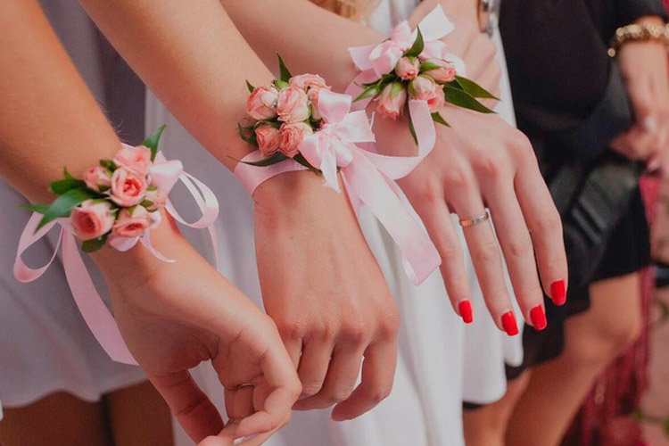 Цветы на руку для подружки невесты своими руками