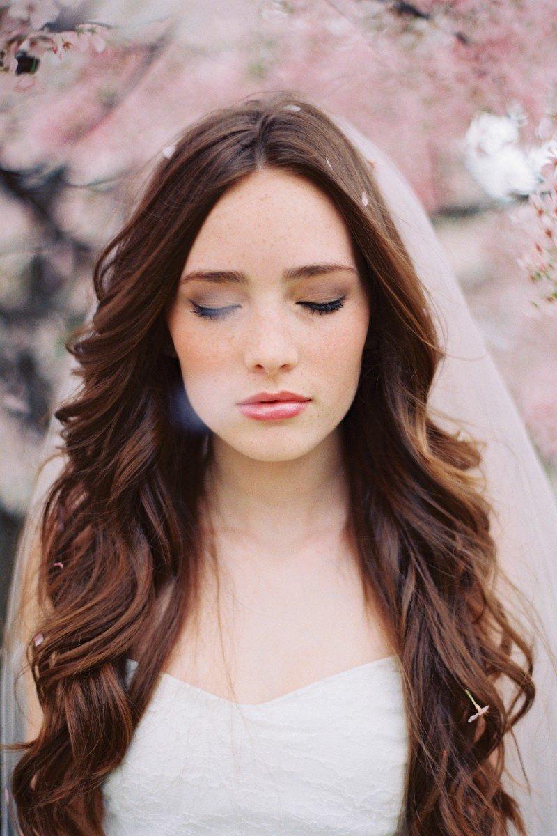 Причёска на распущенные прямые волосы фото
