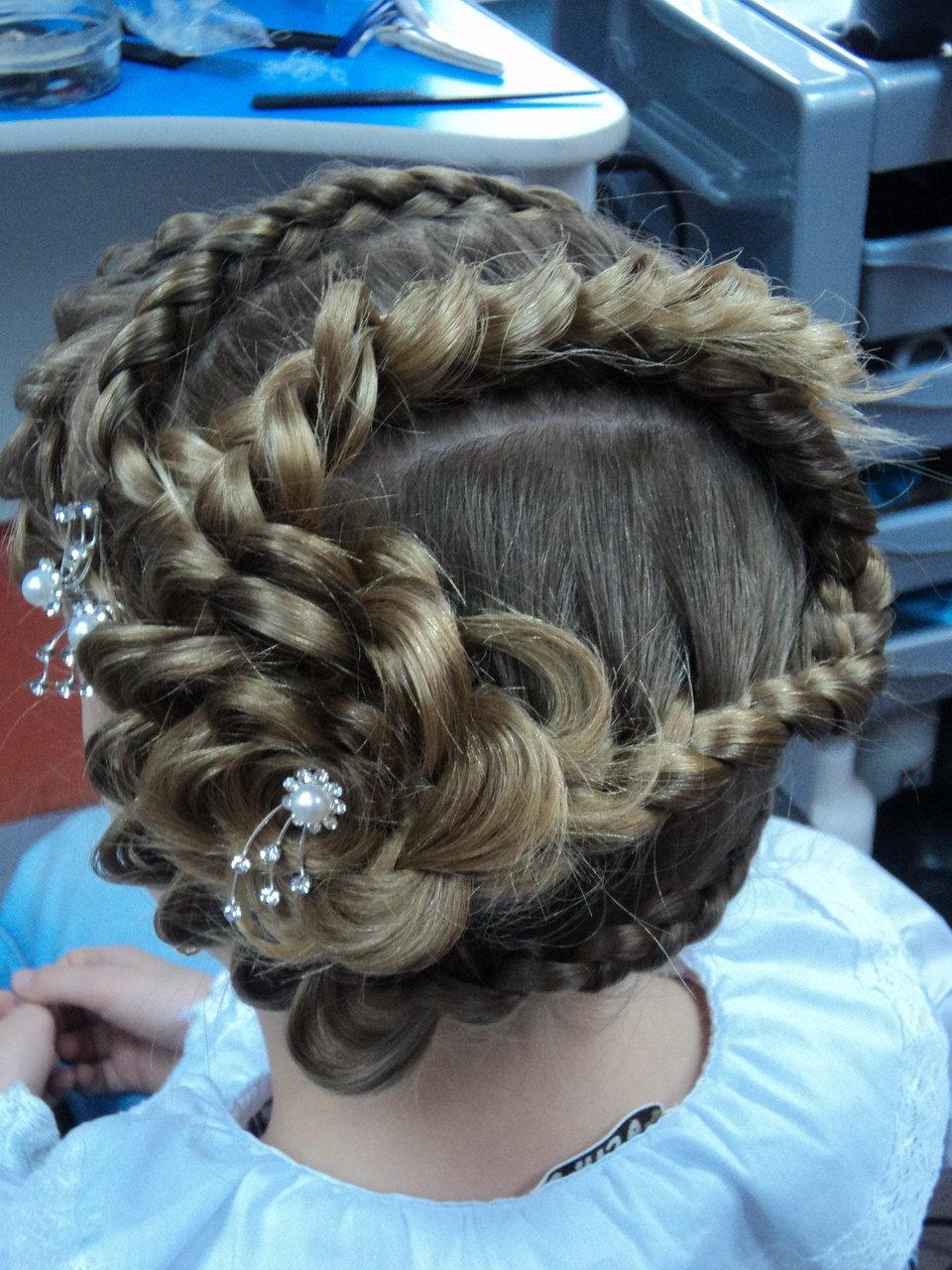 Плетение кос цветов причесок