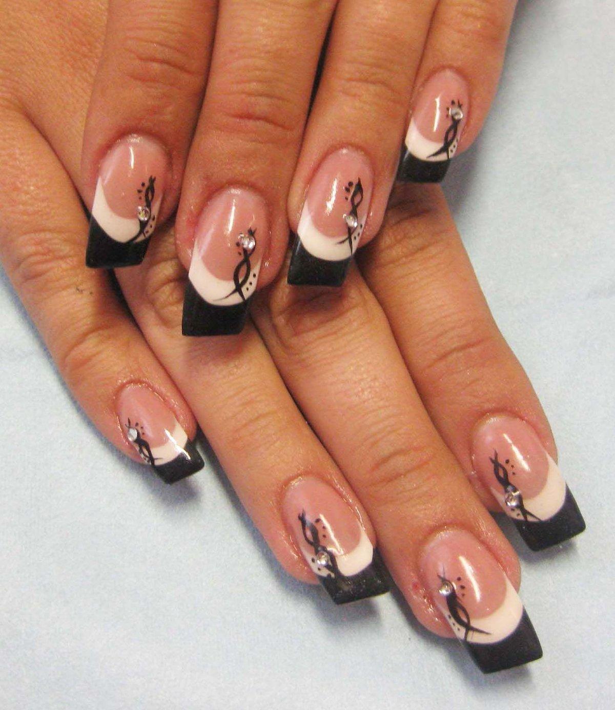 Модное фото ногтей с рисунками френч
