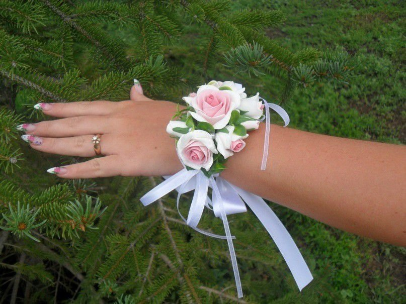 Украшение на руку из цветов своими руками