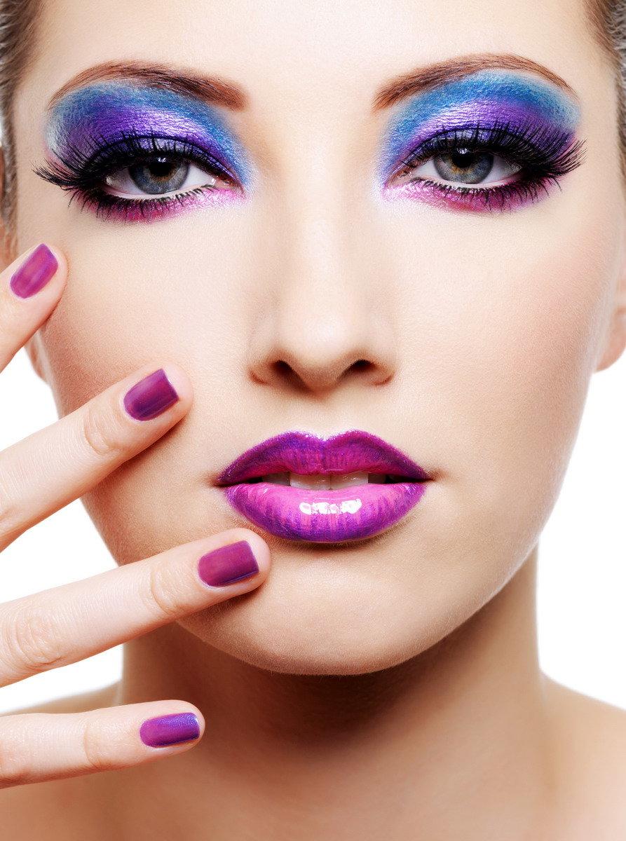 Красивый и яркий вечерний макияж