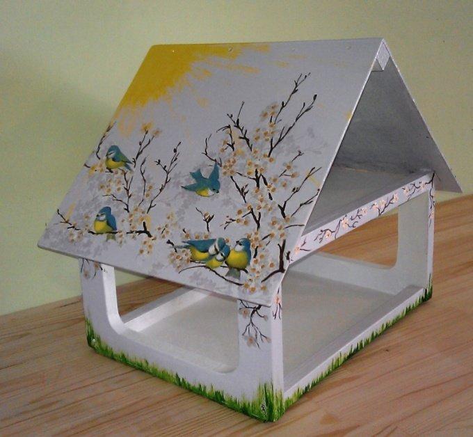 Кормушка своими руками для птиц из коробки