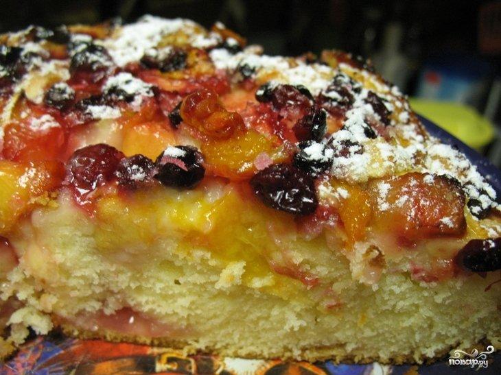 Пирог с фруктами и ягодами