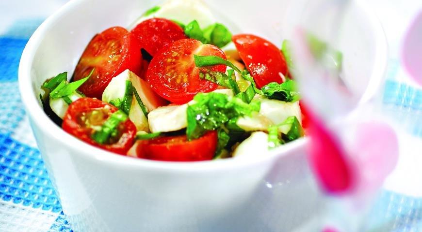Салат капрезе рецепт пошагово с маслом